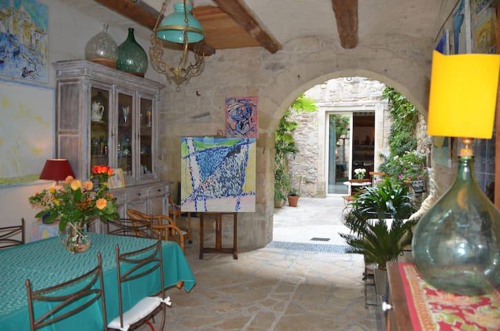 SMART LIVING appartement dans demeure historique - Calvisson - Wohnung