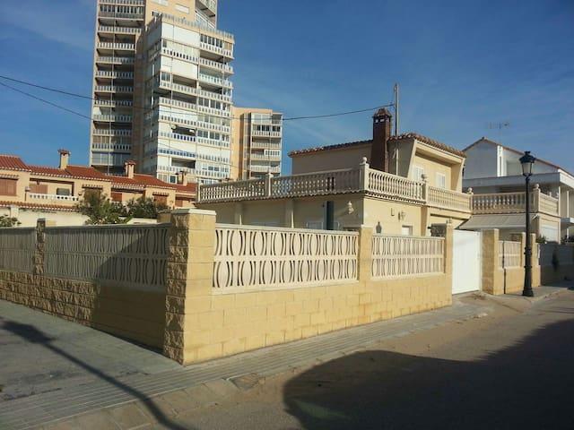 Chalet en El Perellonet - piscina y jacuzzi