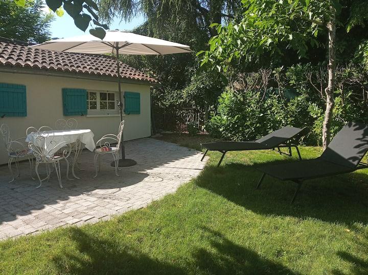 """Pavillon """"Cyclades """" avec jardinet et clim"""