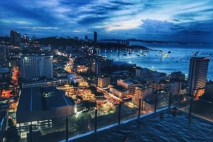 The base 海景大阳台 A栋高层22楼 顶楼无边泳池