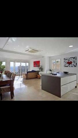 Modern open plan apartment with sea view in Palma