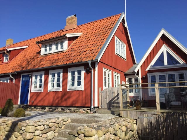 Newly renovated, charming house - Lerberget - Talo