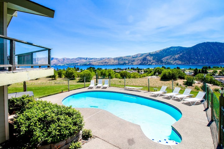 Group getaway w/ private pool, hot tub, fireplaces, & fantastic mtn/lake views!