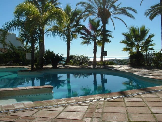Luxury Apartment in La Duquesa Andalucia