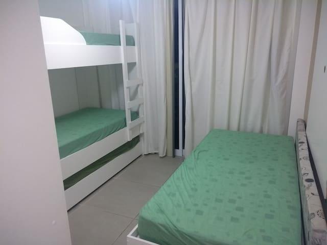 Quarto com 4 camas