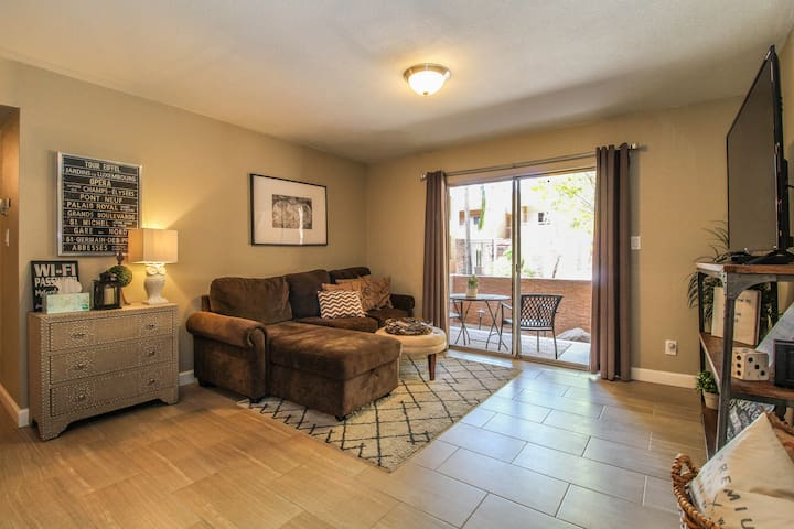 Beautifully Decorated Condo in the Biltmore Area