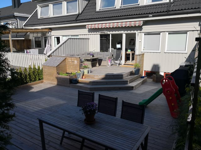 Sentralt i Sandefjord  med 70 m2 uteplass nær Oslo