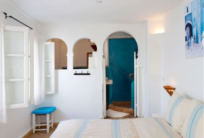 LA CASA DEL MAR by the sea! 'Ibiza' dble/twin room