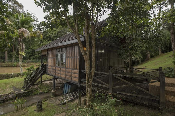 The Annex -Traditional Celebes Wood Chalet