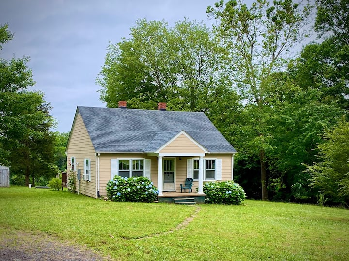 Detach, Relax & Unwind at the Cottage at Elly