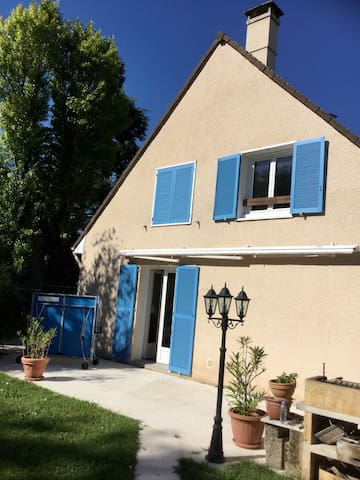 La maison aux volets bleus 3