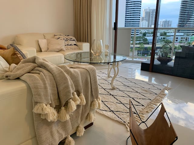 Broadbeach Ideal Location Apartment 912