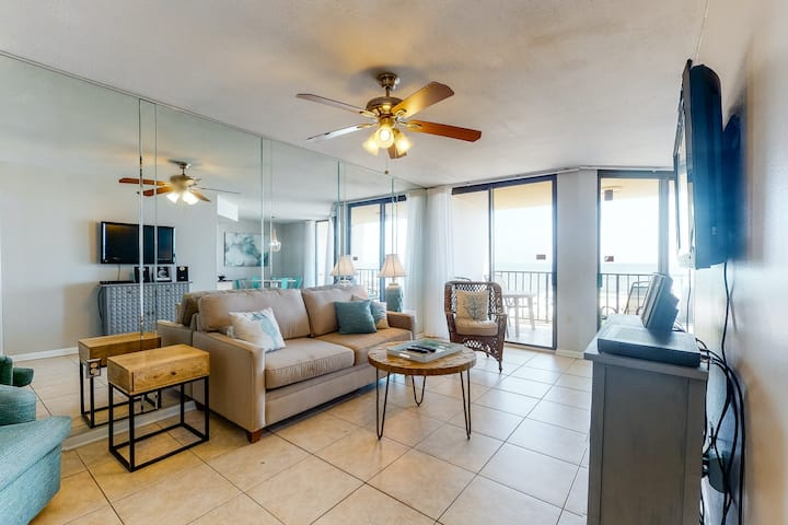 Bright oceanfront condo w/ central AC, ocean views, and shared hot tub & pools!