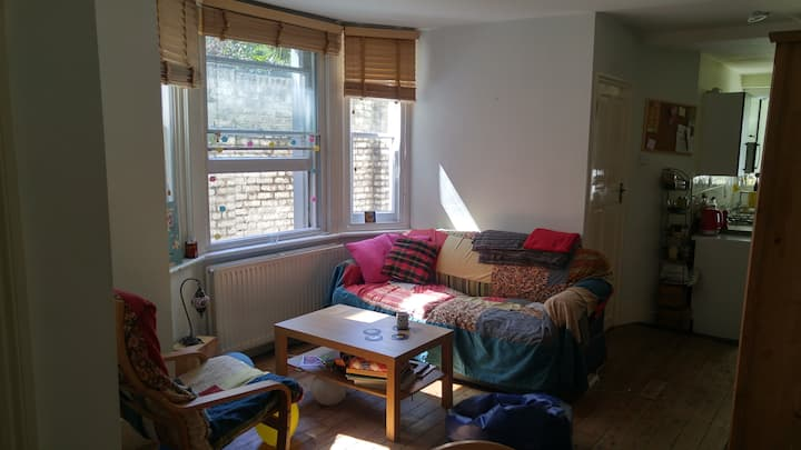 Spacious Double Bedroom in lovely 2-bed apartment!