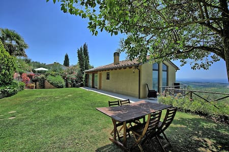 Casa Lucia, sleeps 4 guests - Tavarnelle Val di Pesa