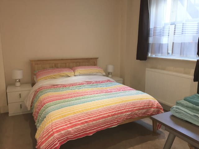 Double Room, OWN Bathroom, Zone 1!