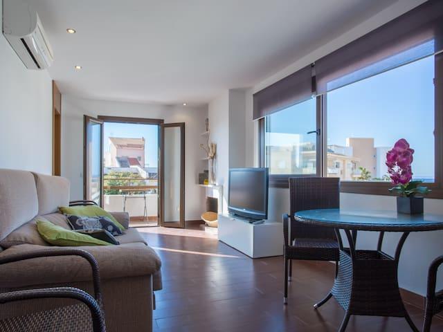 Modern Apartment with Sea View - Colònia de Sant Jordi - Appartement
