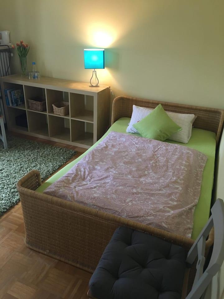 Zimmer mit Bad in Einfamilienhaus