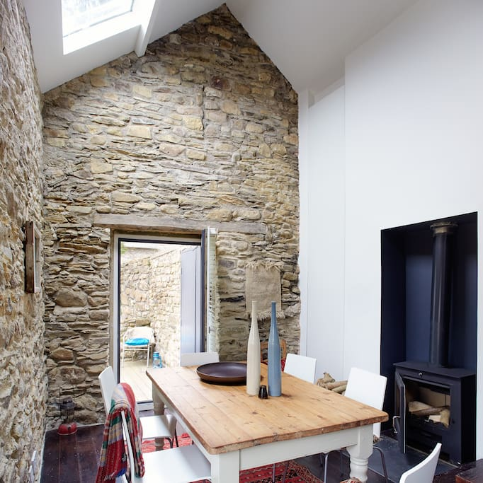 BALLILOGUE LOFT - EXQUISITE OPEN PLAN DINING SPACE WITH GREAT WOOD BURNING STOVE