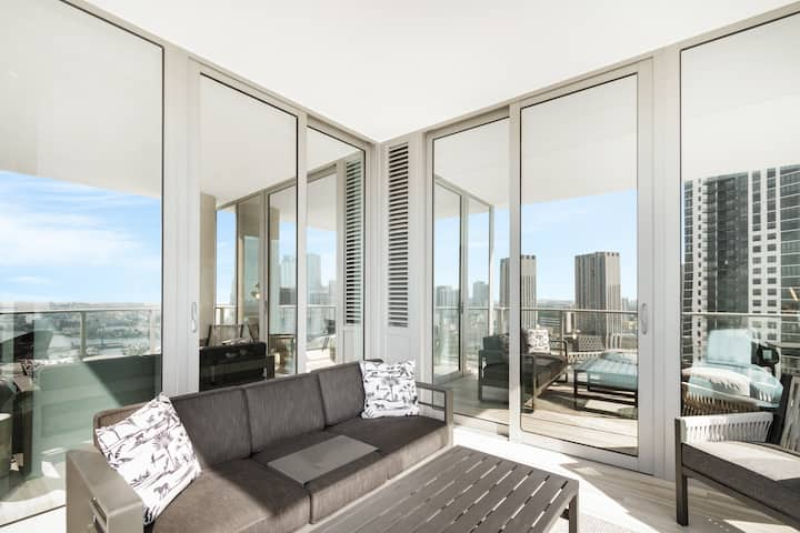 Downtown High Rise - 4 Bedroom Bay View