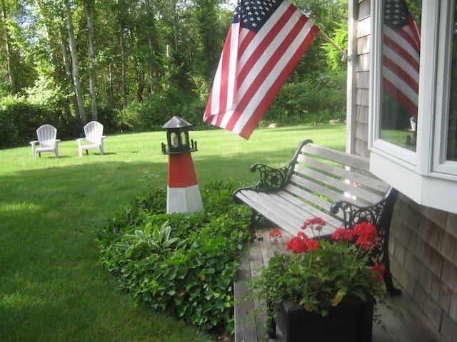 Private Quiet Cottage getaway! Weekly rental.