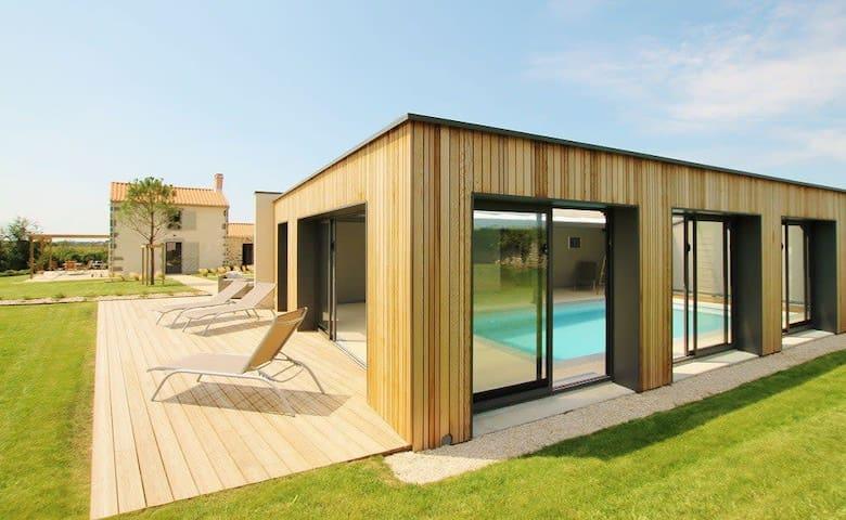 Demeure du Pont Rolland, heated inside pool, sauna