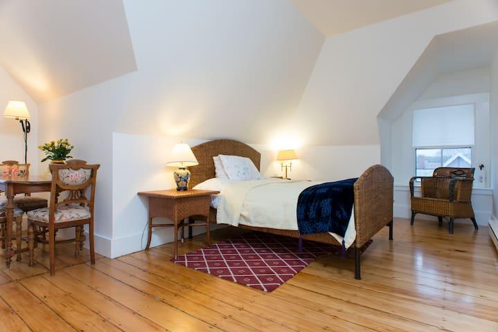 Elegant Spacious Victorian Suite