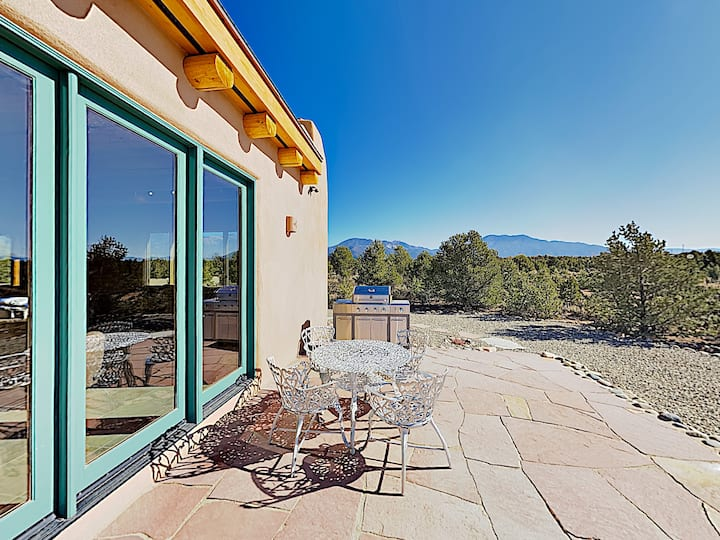 All-New Casa Cielo with Mountain Views & Hot Tub