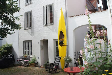 Charming inner city Ganghaus, close to the lake. - Lübeck