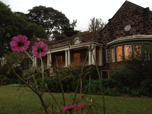 Space Rosslyn - Bushenyi - House
