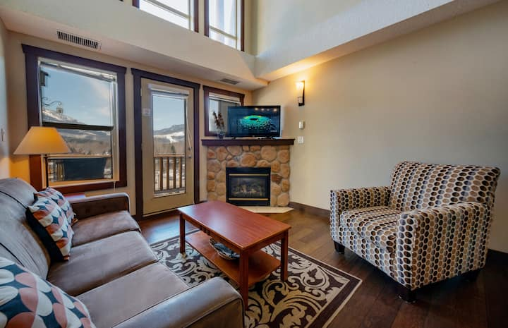 Silver Rock Penthouse with Ski Hill View