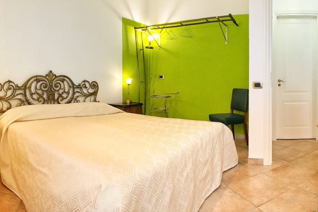 Camera 4 ulivo deliziosa matrimoniale balconcino for Primo hotel in cabina