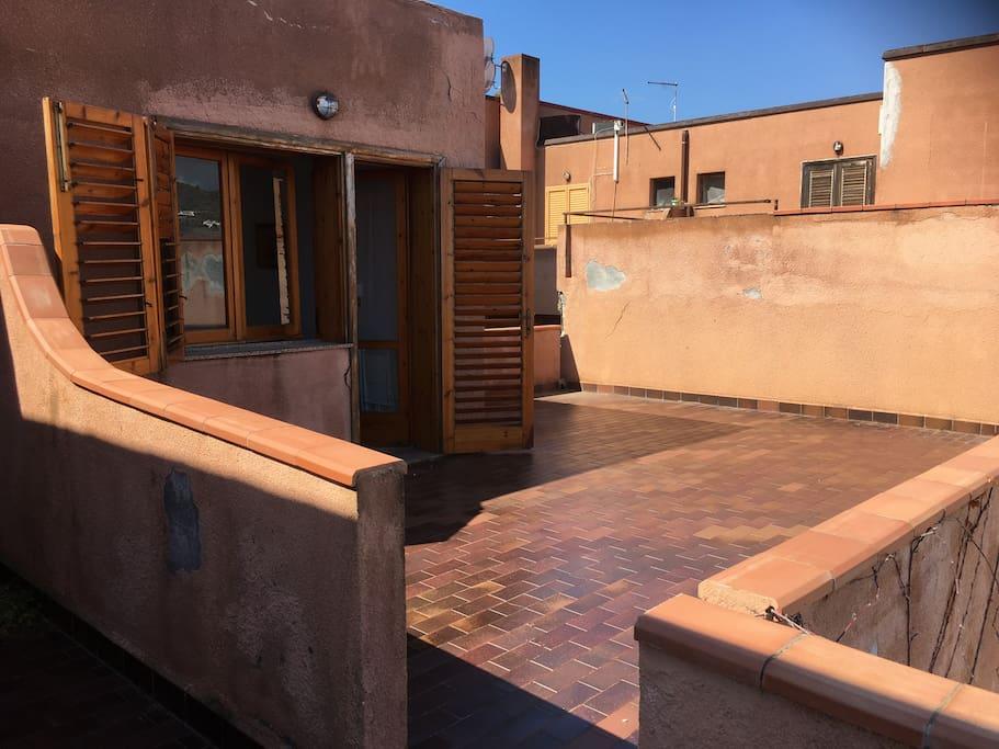Ingresso appartamento e terrazza privata al primo piano