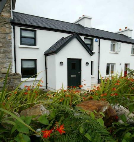 Bijou cottage in Roundstone