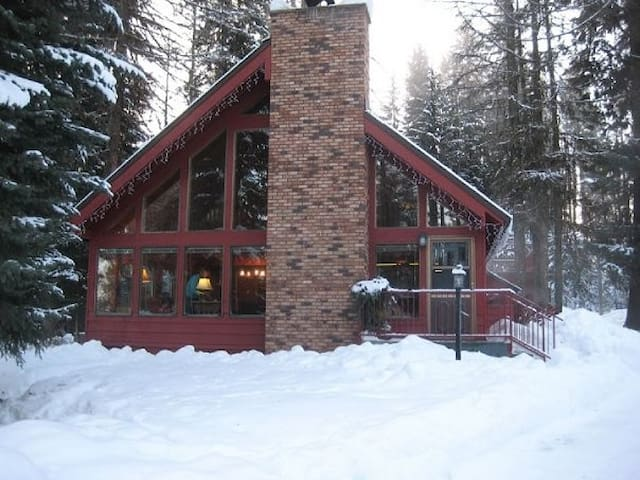 Forest lodge mccall cabin cabanes louer mccall for Riggins idaho cabin rentals