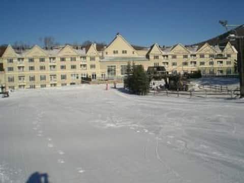 Ski-In/Out 2BR -Bentley Brook Resort Entire Condo