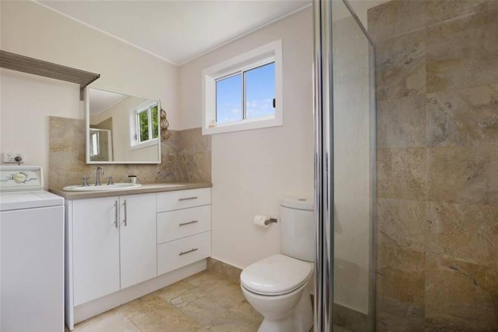 Modern bathroom, with washing machine (& ocean views!)