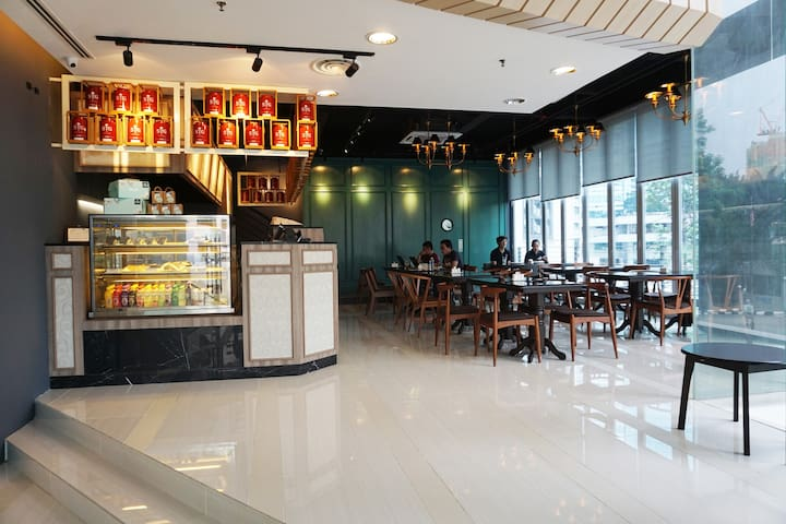 Deli Cafe-Take a break and chill out after a long day of sightseeing.(15% off food and drinks.T&C apply)