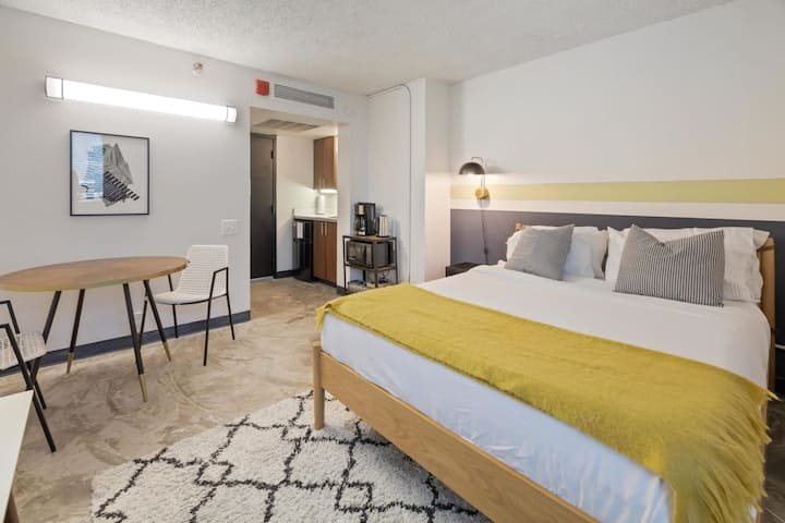 Kasa Austin Studio | Student Housing Unit + Kitchenette, Self Check-In | UT Campus