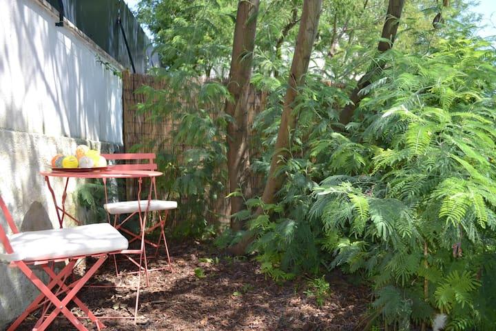 Charmant appartement donnant sur le jardin