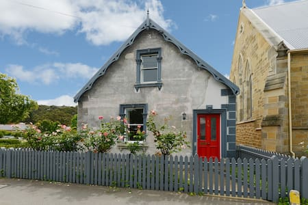 The Cutest Cottage In Town - South Hobart
