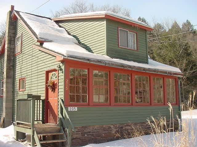 The Otter House-Charming Catskills Brookside Haven - Halcottsville - บ้าน