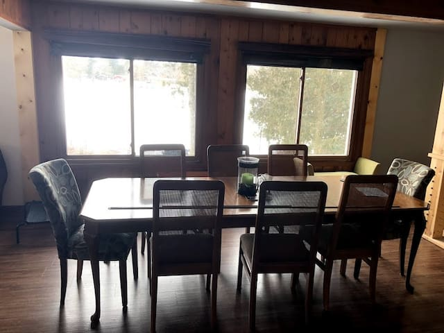 Seating for 8 to 10 people for large family dinners