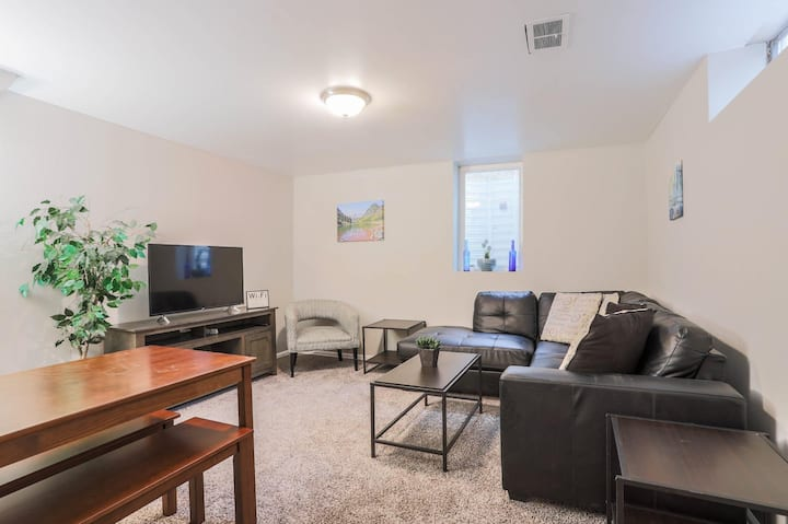CHERRY CREEK | CENTRAL | MODERN DESIGN | FAST WIFI