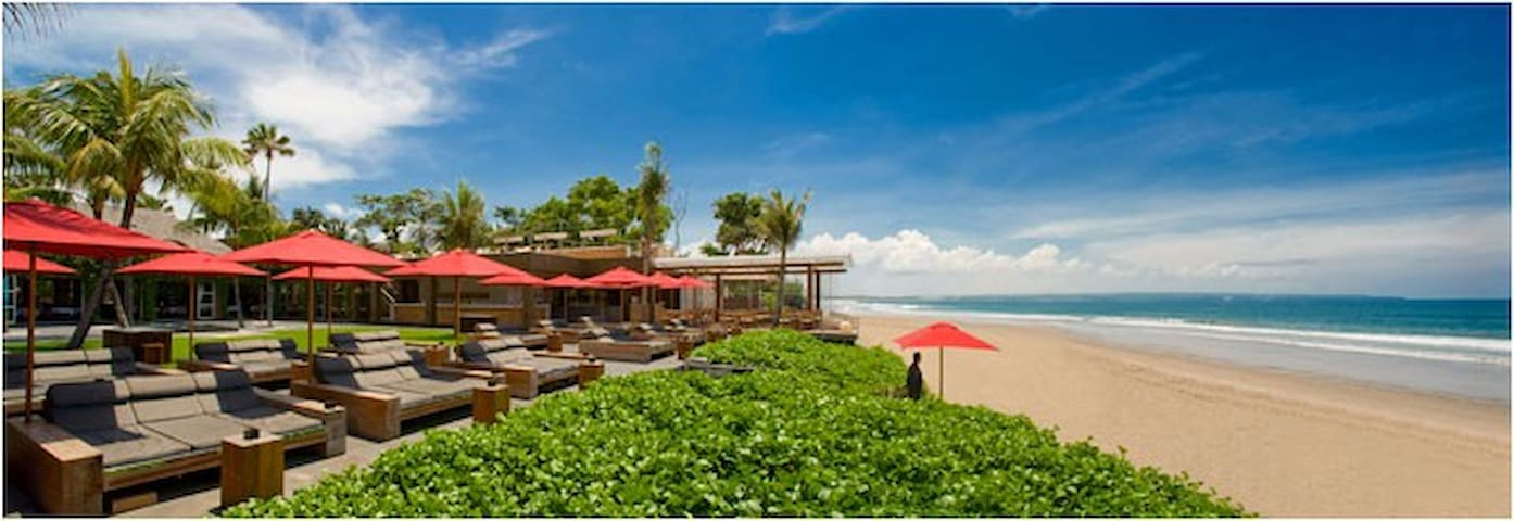 Kudeta Beach, 5 mins walk from the villa