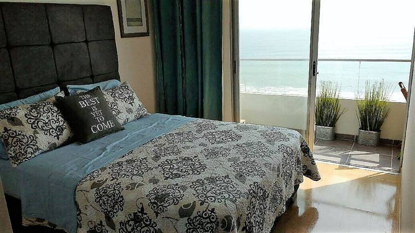 Ocean Front Apartment close to Airport