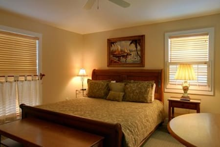 Cape San Blas Inn / Coquina Shell - Bed & Breakfast