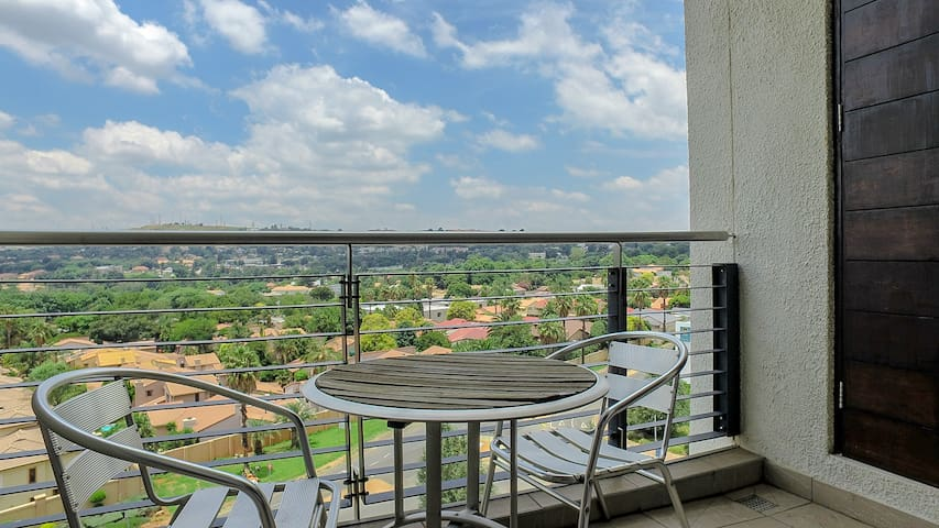 Upmarket one bed apartment with panoramic views