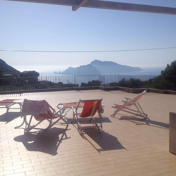 Vista isola di Capri.