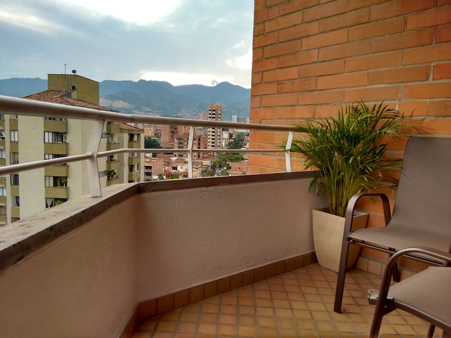MUST HAVE balcony with great views and WIFI